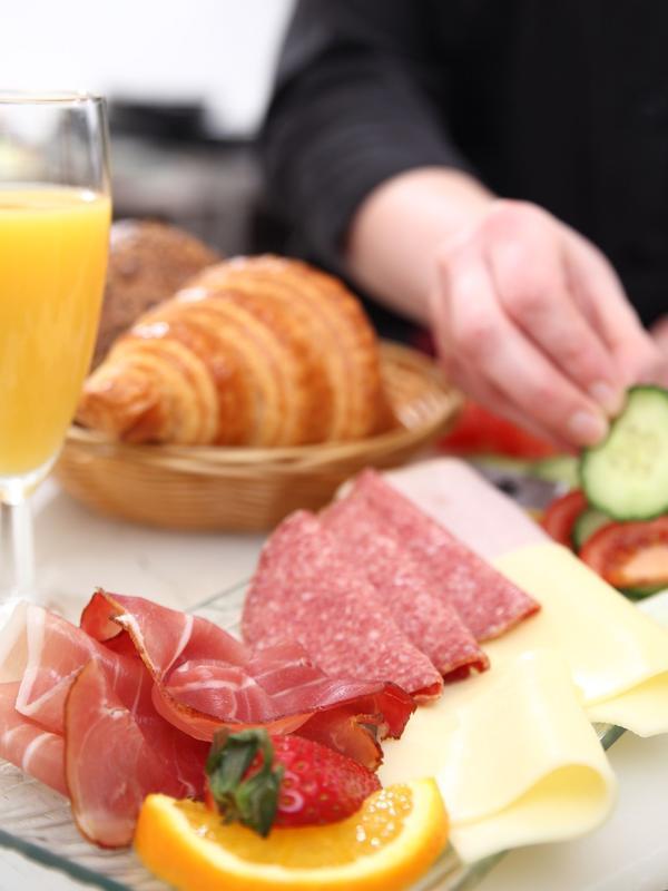 Zum Frühstück oder Café ins Elysée